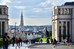 Bryssel Belgien - Maj 13, 2015: Turist- besök Kunstberg eller måndag royaltyfri foto