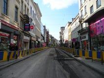 Bryssel Belgien - May 3rd 2018: Vägrehabilitering arbetar på Chausse D ` Ixelles i Ixelles, Bryssel Royaltyfria Foton