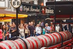 BRYSSEL BELGIEN - SEPTEMBER 06, 2014: Presentation av de trefaldiga Karmeliet och Kwak bryggerina royaltyfri fotografi
