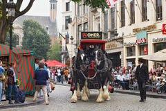 BRYSSEL BELGIEN - SEPTEMBER 06, 2014: Presentation av det Omer märket med hästvagnen arkivfoto