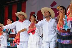 Dansare av Xochicalli mexicansk folkloric balett Royaltyfri Foto