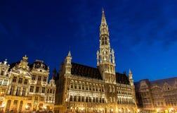 Bryssel ctiy korridor i aftonen royaltyfria bilder