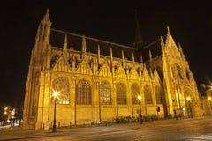 Bryssel - Notre Dame du Sablon kyrka på natten royaltyfria foton