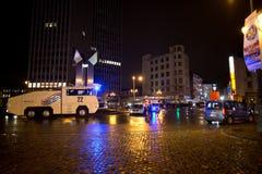 BRYSSEL - NOVEMBER 25, 2017: Kravallpolis som återställer beställning i Bryssel efter en fridsam protest mot slaveri, blev våldsa Arkivbilder