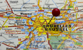 Bryssel pekade med det röda pushstiftet Fotografering för Bildbyråer