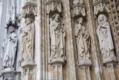 Bryssel - portal av Notre Dame du Sablon arkivbilder