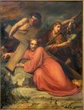 Bryssel - Simon av Cyrene hjälp Jesus som bär hans kors av Jean Baptiste van Eycken (1809 - 1853) i Notre Dame de la Chapelle royaltyfria bilder