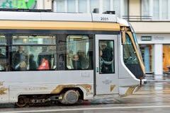 Bryssel spårvagn på avenyn Louise Arkivbild