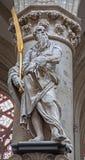Bryssel - staty av St Simon aposteln vid Lucas e Faid Herbe (1644) i barock stil från den gotiska domkyrkan av St Michael Fotografering för Bildbyråer