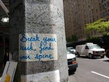 Bryt din hjärta, finna din rygg, grafitti, NYC, USA Arkivfoto