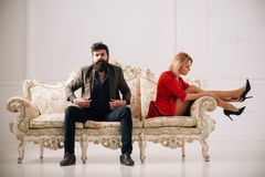 Bryt upp begreppet bryt par har upp dålig förbindelse familjpar bryter precis upp bryt upp av man- och kvinnasammanträde Fotografering för Bildbyråer