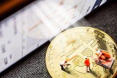 Bryta crypto bitcoin för valutor speciellt royaltyfria bilder