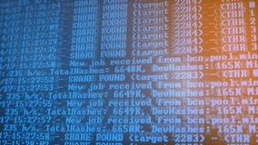 Bryta Cryptocurrency processprogram på skärmPC Använda programvara Funnen aktie Royaltyfri Fotografi