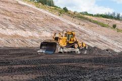 Bryta utrustning eller att bryta maskineri, bulldozern från öppen-grop eller dagbrottet som kolproduktionen arkivfoto