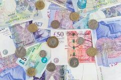 Brytyjscy funty banknotów i monety tło Fotografia Royalty Free