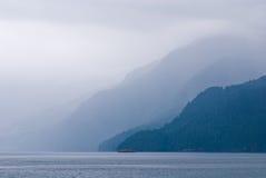 brytyjska linia brzegowa Columbia mgłowy zdjęcie royalty free