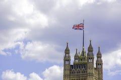 Brytyjski flaga na górze Wiktoria wierza w Londyński UK zdjęcie royalty free
