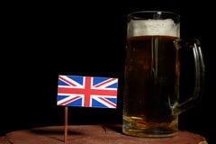 Brytyjski flaga z piwnym kubkiem na czerni Obraz Stock