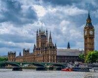 Brytyjski parlament na brzeg Rzeczny Thames fotografia royalty free