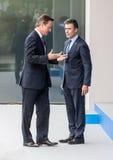 Brytyjski Pierwszorzędny minister David Cameron i NATO-WSKA sekretarka - generał Zdjęcia Royalty Free