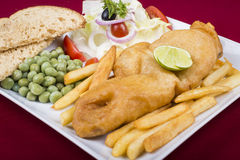 brytyjskich układ scalony rybi przekąski stołu tradycyjny drewniany Fotografia Royalty Free
