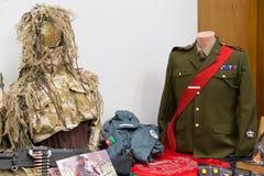 Brytyjskiego wojska spadochroniarza mundury, kamuflaż i suknia, zdjęcie stock