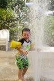 Bryzgać wodną fontannę Zdjęcia Royalty Free