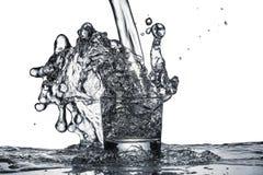 Bryzga woda od szkła zdjęcia stock