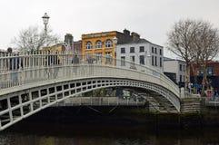 Brzęczenia ` centu most nad liffey Zdjęcie Stock
