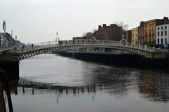 Brzęczenia ` centu most nad liffey Zdjęcia Royalty Free