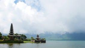 brzeg jeziora świątynia Obrazy Royalty Free