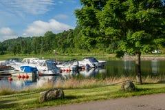 Brzeg jezioro w Norwegia, blisko Horten miasteczka fotografia stock