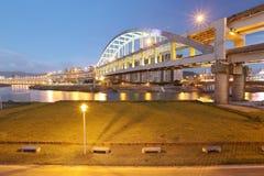 Brzeg rzeki park i sławny tęcza most nad Keelung rzeką Zdjęcia Royalty Free