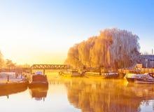 Brzeg rzeki w zima ranku Obrazy Royalty Free