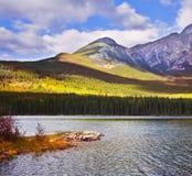 brzegowa jeziorna góra Zdjęcia Royalty Free