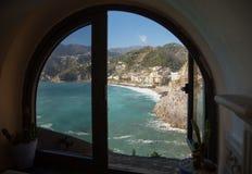 Brzegowy Maiori widok od okno Fotografia Royalty Free
