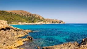brzegowy skalisty morze zdjęcie royalty free