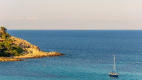 brzegowy skalisty morze obrazy stock