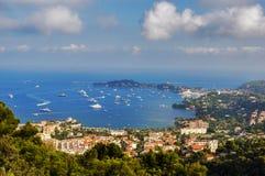 Brzegowy widoku Monaco France krajobraz z niebieskim niebem Obraz Stock
