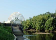brzegu rzeki maswerk budynku na górę Obraz Royalty Free