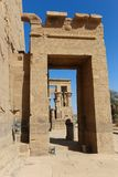 Brzmi i zaświeca z hieroglifami na świątyni Isis Philae, Egipt fotografia stock