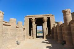 Brzmi i zaświeca z hieroglifami na świątyni Isis Philae, Egipt zdjęcie royalty free