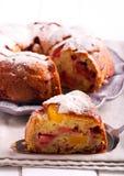 Brzoskwini i malinki bundt tort Fotografia Stock