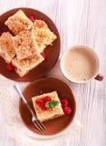 Brzoskwini i malinki streusel tort Obrazy Stock