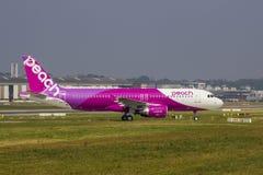 Brzoskwini lotnictwo Aerobus A320 Zdjęcia Royalty Free