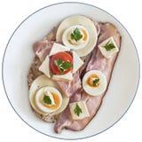Brzucha Bekonowy Serowy Jajeczny baleron I Czereśniowego pomidoru kanapka Odizolowywająca fotografia stock