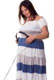 brzuchów hełmofony mienia jej kobieta w ciąży Obraz Royalty Free
