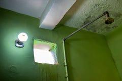 Brzydka stara prysznic w washhouse Nubijski pensjonat w Sudan, Afryka zdjęcie royalty free