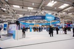 Bås av det Salesforce företaget på CeBIT Arkivbild