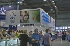 Bås för Kyiv smyckenfabrik under vårjuvelerare  Royaltyfri Fotografi